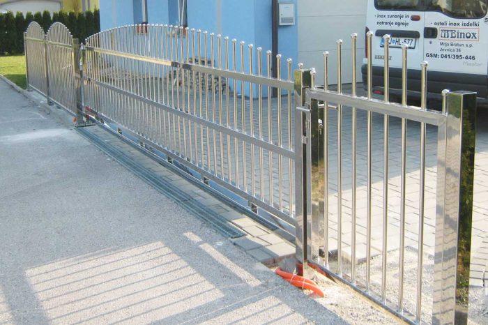 Dvoriščna ograja in vrata iz inoxa